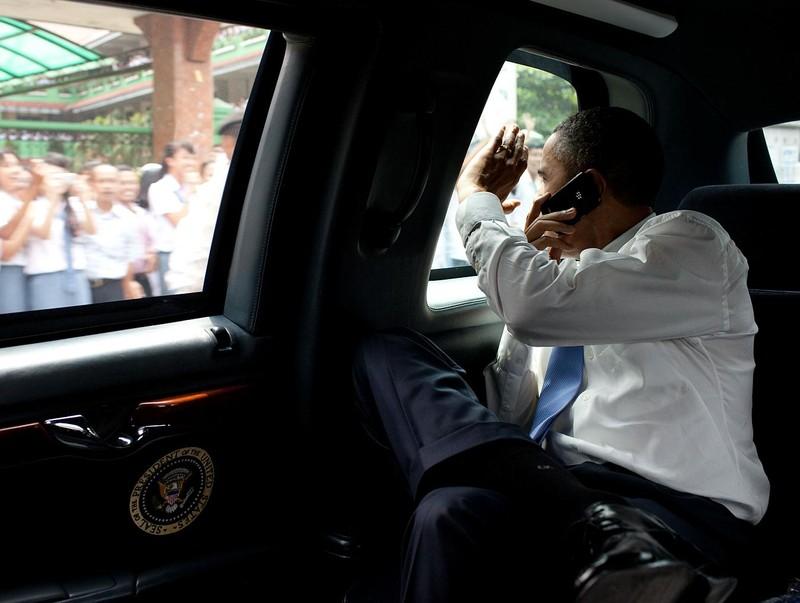 Tổng thống Mỹ đổi điện thoại, chọn đồ Hàn Quốc? - ảnh 1