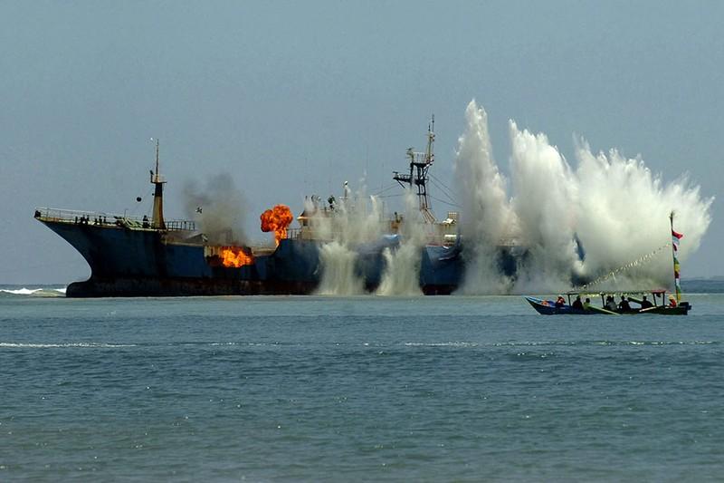 'Hạm đội' tàu cá Trung Quốc càn quét nguồn cá khắp thế giới - ảnh 2