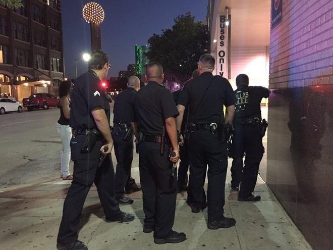 11 cảnh sát Mỹ bị bắn tỉa, 5 người thiệt mạng - ảnh 1