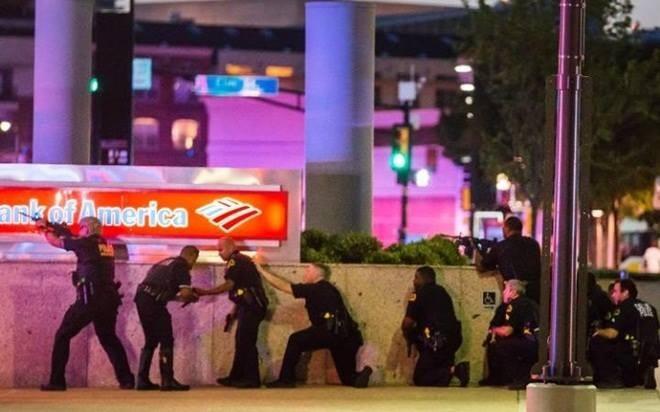 11 cảnh sát Mỹ bị bắn tỉa, 5 người thiệt mạng - ảnh 2