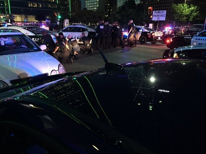 11 cảnh sát Mỹ bị bắn tỉa, 5 người thiệt mạng - ảnh 3