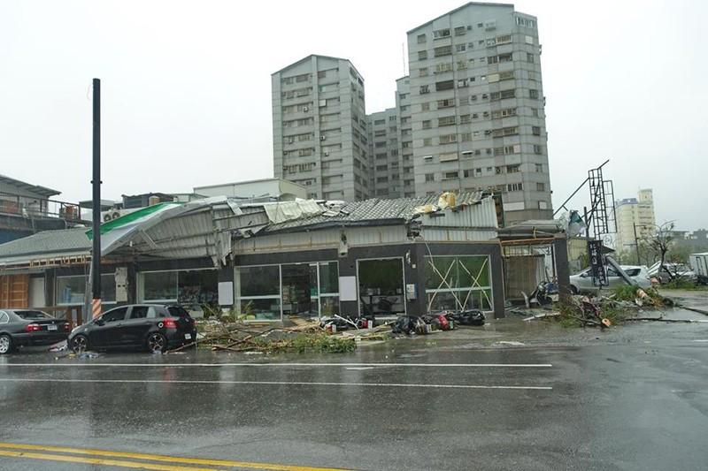 Đài Loan tan hoang vì siêu bão - quái thú 'Nepartak' - ảnh 4