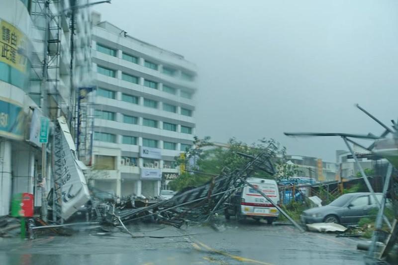 Đài Loan tan hoang vì siêu bão - quái thú 'Nepartak' - ảnh 2