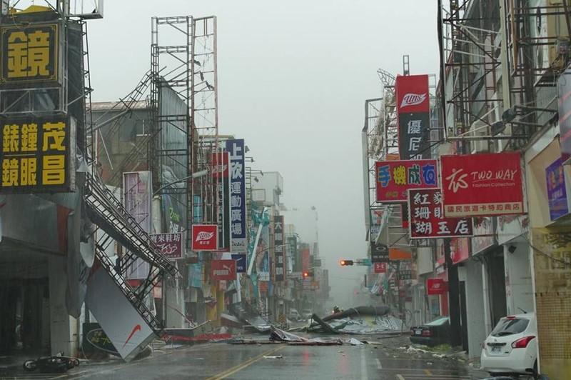 Đài Loan tan hoang vì siêu bão - quái thú 'Nepartak' - ảnh 1