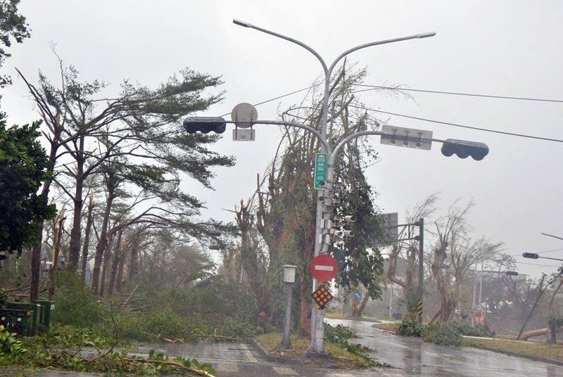 Đài Loan tan hoang vì siêu bão - quái thú 'Nepartak' - ảnh 6