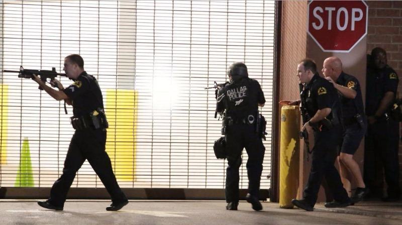 Kẻ bắn tỉa cảnh sát Mỹ thản nhiên hát hò khi đấu súng - ảnh 2