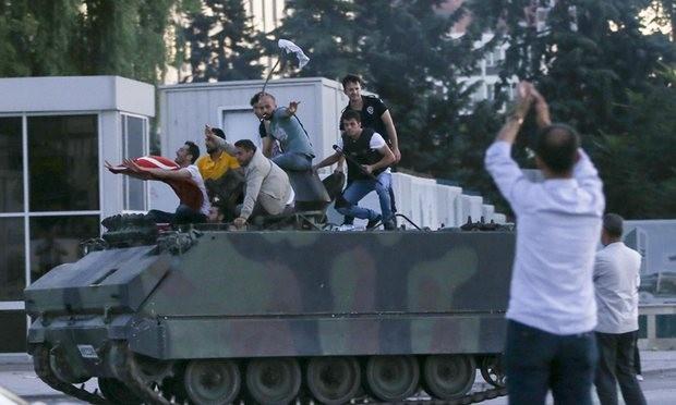 Thổ Nhĩ Kỳ giải thoát tham mưu trưởng, 34 tướng tá bị bắt vì đảo chính - ảnh 1