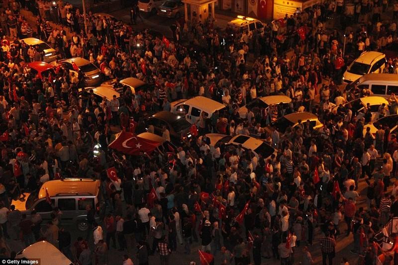 Ảnh: Toàn cảnh vụ đảo chính tại Thổ Nhĩ Kỳ - ảnh 7