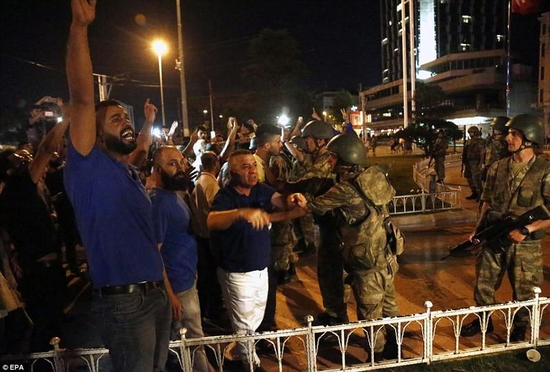 Ảnh: Toàn cảnh vụ đảo chính tại Thổ Nhĩ Kỳ - ảnh 8