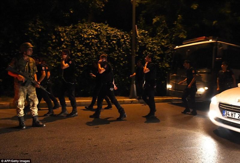 Ảnh: Toàn cảnh vụ đảo chính tại Thổ Nhĩ Kỳ - ảnh 4