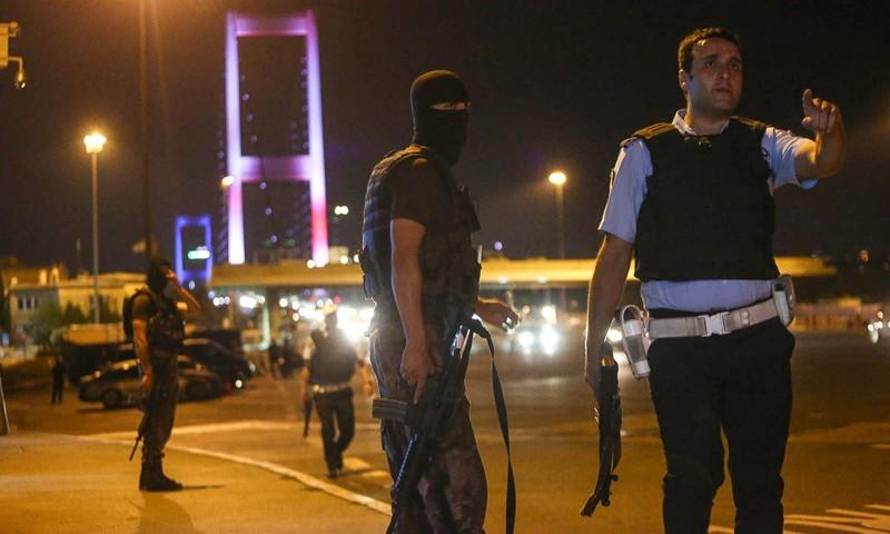 Ảnh: Toàn cảnh vụ đảo chính tại Thổ Nhĩ Kỳ - ảnh 2