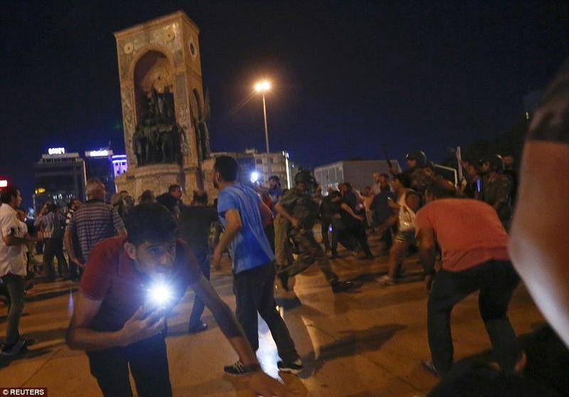 Ảnh: Toàn cảnh vụ đảo chính tại Thổ Nhĩ Kỳ - ảnh 12