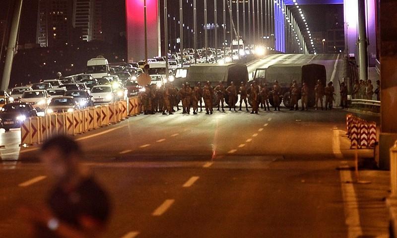 Ảnh: Toàn cảnh vụ đảo chính tại Thổ Nhĩ Kỳ - ảnh 1
