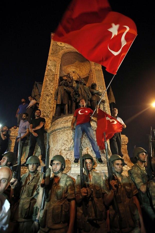 Ảnh: Toàn cảnh vụ đảo chính tại Thổ Nhĩ Kỳ - ảnh 5
