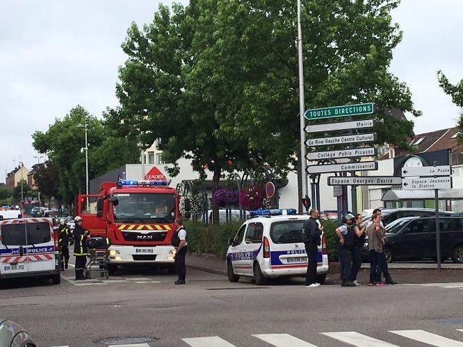 Tấn công bằng dao tại nhà thờ Pháp, ít nhất 1 người chết - ảnh 1