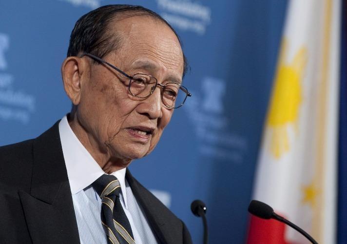 """Cựu tổng thống Philippines Fidel Ramos lên đường đến Hong Kong để """"gặp bạn cũ"""", xúc tiến đối thoại hai nước. Ảnh: AFP"""