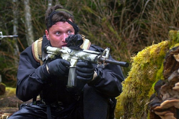 Matt Bissonnette từng là thành viên đội đặc nhiệm SEAL thuộc Hải quân Mỹ. Ảnh: US Navy