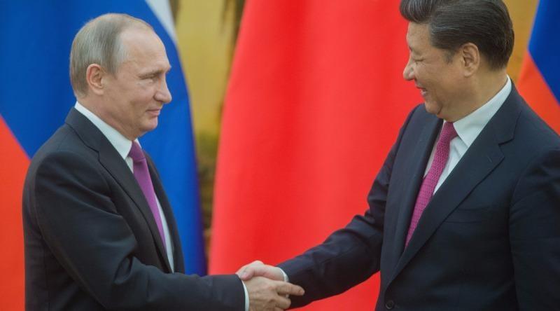 Tổng thống Putin tận tay tặng kem cho ông Tập Cận Bình - ảnh 1
