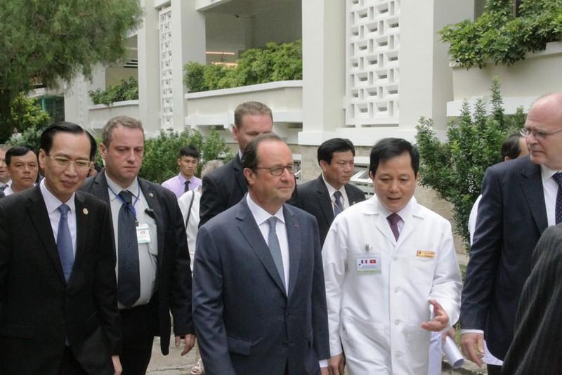 Tổng thống Pháp đến thăm Viện Tim TP.HCM - ảnh 8