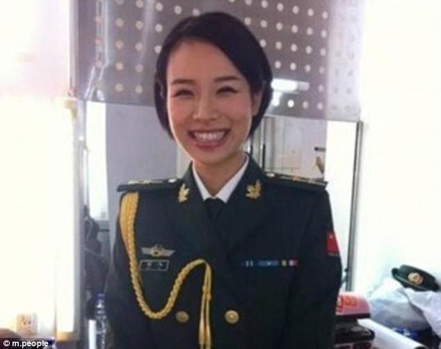 Nữ quân nhân xinh đẹp 'gây bão' Trung Quốc sau G20 - ảnh 4
