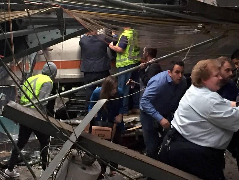 Tai nạn tàu lửa tại Mỹ: 3 người chết, hơn 100 bị thương - ảnh 2