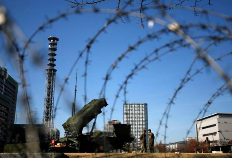 Hệ thống phòng thủ tên lửa Patriot được triển khai tại Bộ Quốc phòng Nhật Bản ở Tokyo. Ảnh: Reuters