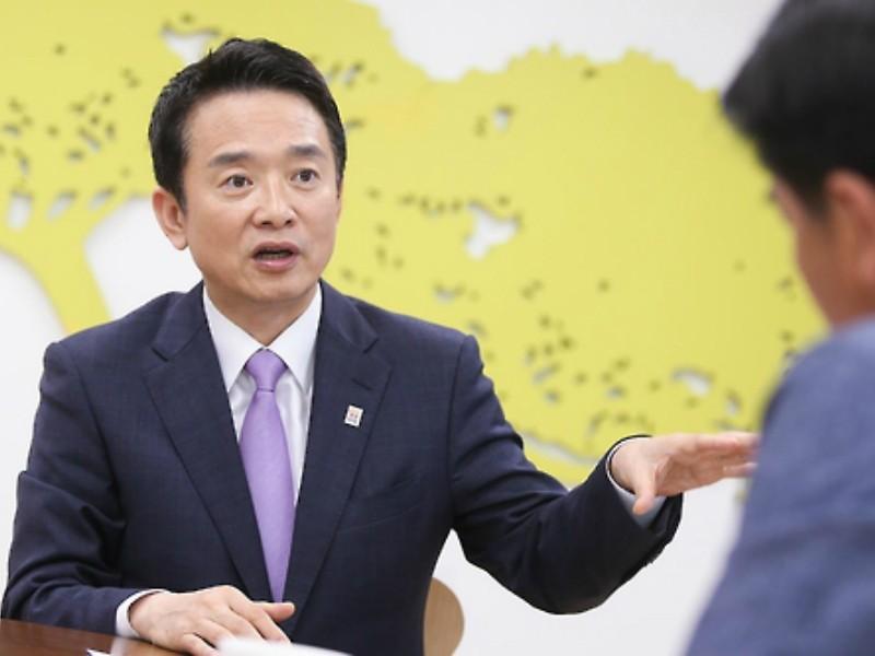 Ông Nam Kyung-pil – Tỉnh trưởng Tỉnh Gyeonggi của Hàn Quốc trả lời phỏng vấn tờ Yonhap hôm 2-10. Ảnh: Yonhap