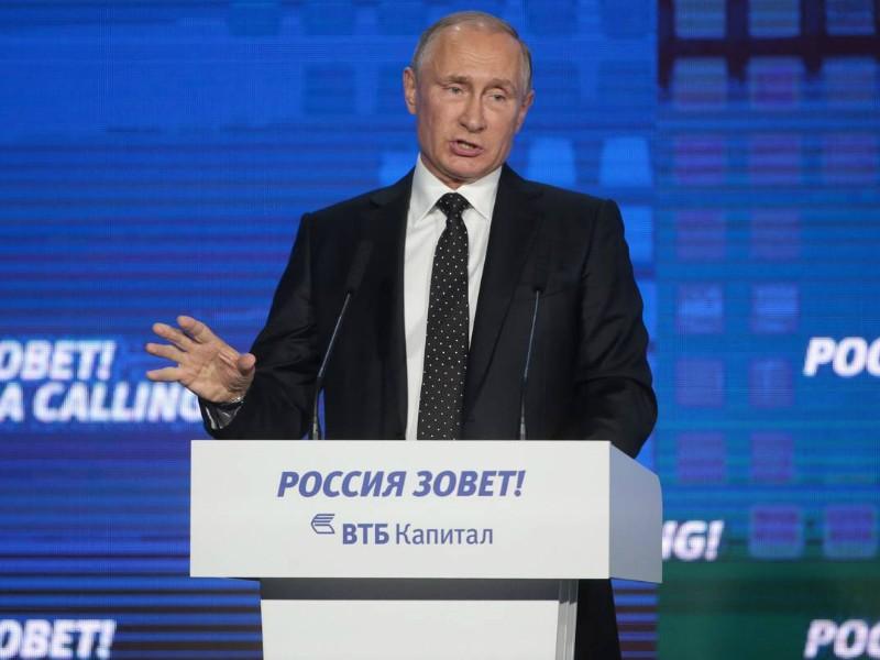 Tổng thống Nga Vladimir Putin tại diễn đàn kinh tế tổ chức tại Moscow. (Ảnh: ZUMA PRESS)