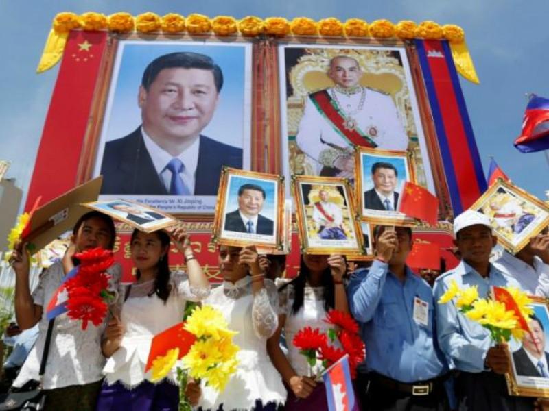 Ông Tập Cận Bình thăm Campuchia, ký 31 thỏa thuận