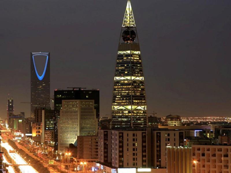 Thành phố Riyadh với 2 tòa tháp Kingdom và AL-Faislia về đêm . Ảnh: SPUTNIK