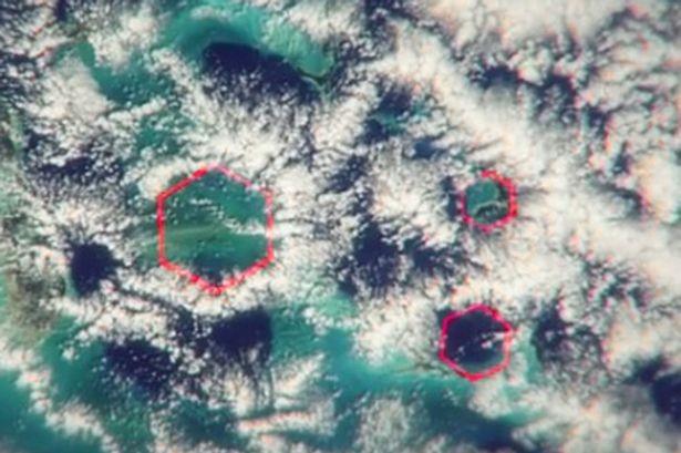Những đám mây lục giác trên bầu trời vùng Bermuda có thể tạo ra sức gió khủng khiếp lên tới 270 km/ giờ. . Ảnh: MIRROR