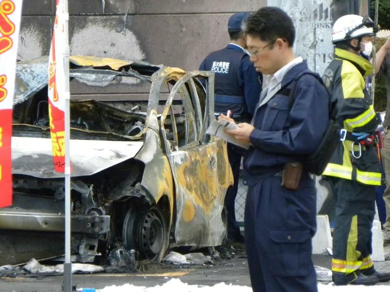 Cảnh sát và lính cứu hỏa tại hiện trường vụ nổ ở công viên trong thành phố Utsunomiya. Ảnh: AFP