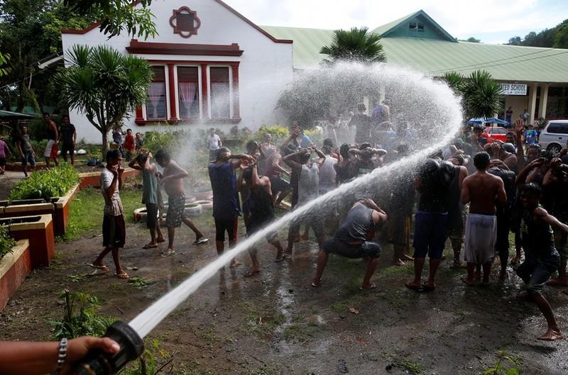 Hé lộ cuộc sống trong các trại cai nghiện Philippines - ảnh 1