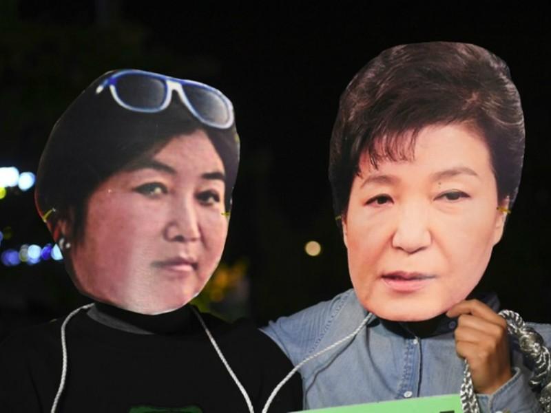 Người khiến tổng thống Hàn Quốc khốn đốn đã về nước - ảnh 1