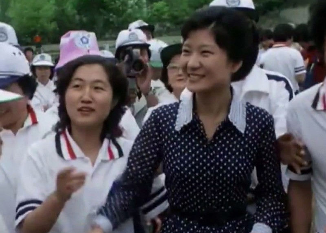 Hé lộ người thật sự chi phối Tổng thống Hàn Quốc