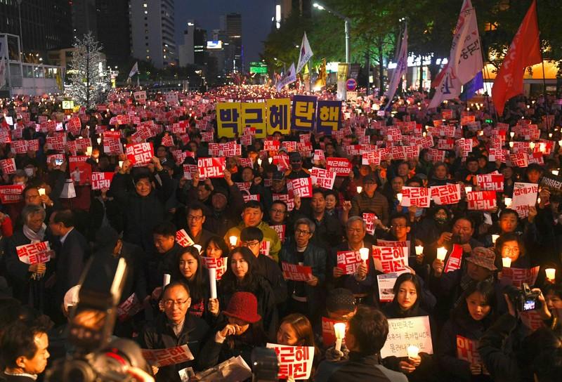 Tổng thống Hàn Quốc đối diện tương lai 'vịt què'?