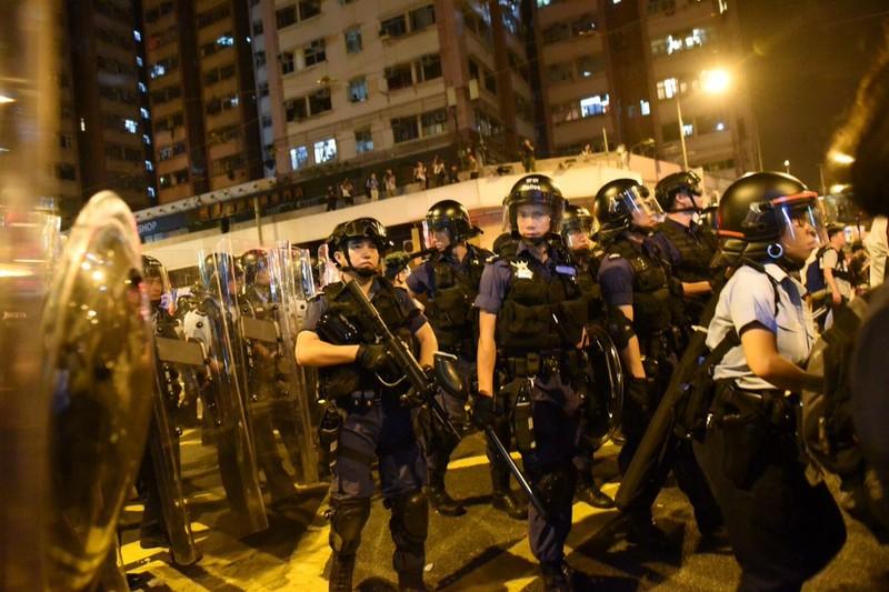 Biểu tình tại Hong Kong leo thang bạo lực - ảnh 1