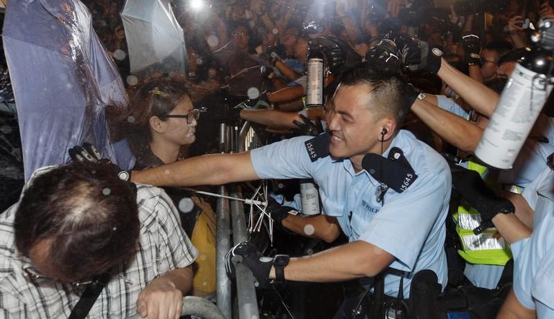 Biểu tình tại Hong Kong leo thang bạo lực - ảnh 4