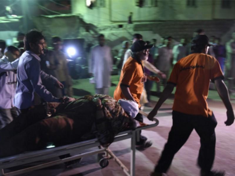 IS đánh bom đền thờ Pakistan, ít nhất 52 người chết