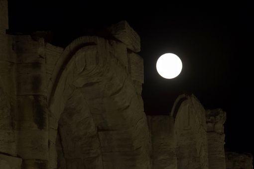 Thế giới ngước nhìn 'siêu trăng' lớn nhất 70 năm qua - ảnh 4