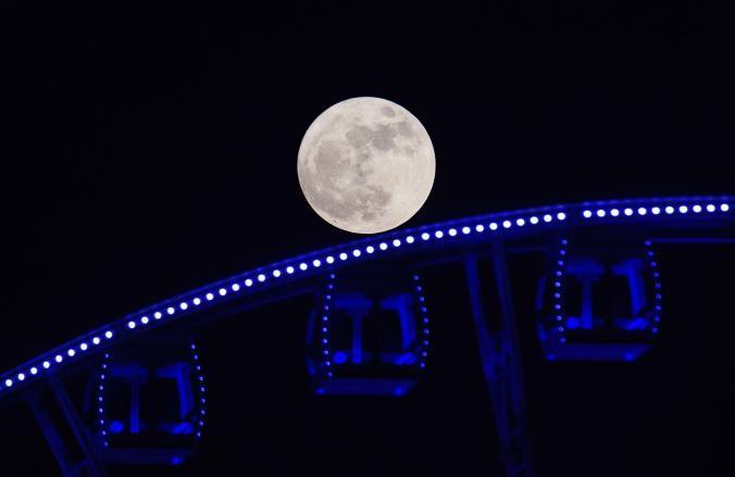 Thế giới ngước nhìn 'siêu trăng' lớn nhất 70 năm qua - ảnh 14