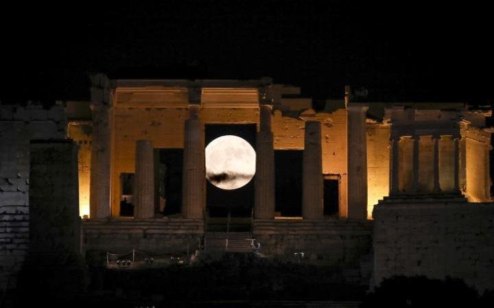 Thế giới ngước nhìn 'siêu trăng' lớn nhất 70 năm qua - ảnh 2