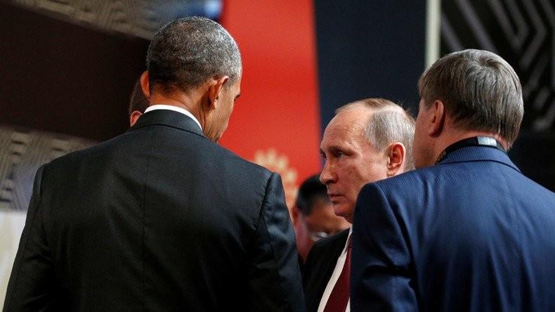 Ông Obama và ông Putin đã có một cuộc gặp ngắn tại APEC. Ảnh: REUTERS