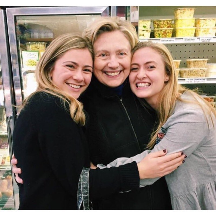 Sau thất bại, bà Clinton đón Lễ Tạ ơn như thế nào? - ảnh 3