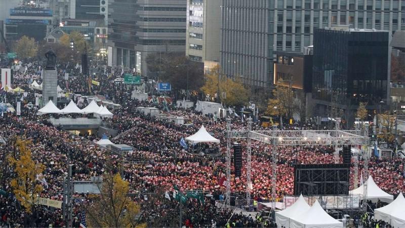 Hơn 1,5 triệu người Hàn Quốc xuống đường biểu tình - ảnh 1