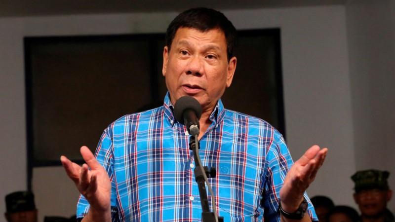 Ông Duterte thừa nhận từng đùa, vỗ mông nữ cảnh sát