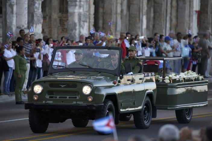 Đưa lãnh tụ Fidel Castro về nơi an nghỉ cuối cùng - ảnh 6