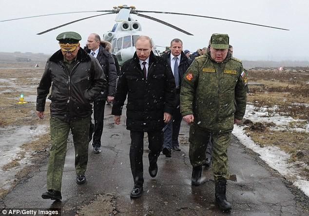 Nga điều 55.000 binh sĩ áp sát biên giới Ukraine