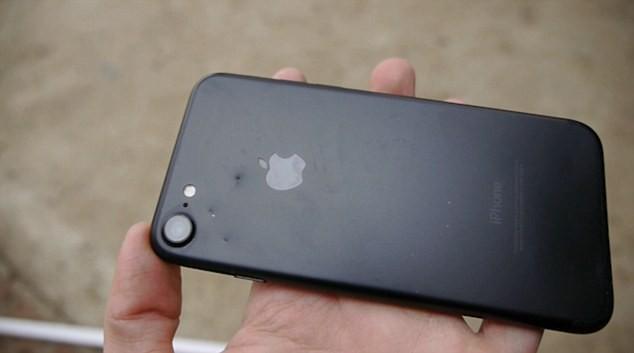 Cá sấu cắn điện thoại iPhone 7, điều gì sẽ xảy ra? - ảnh 4