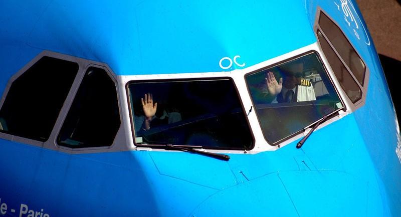 Phi công người Canada say xỉn, bất tỉnh trong buồng lái - ảnh 1